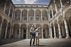 Una pareja de viaje en Turín (Italia). / Brand X Blend