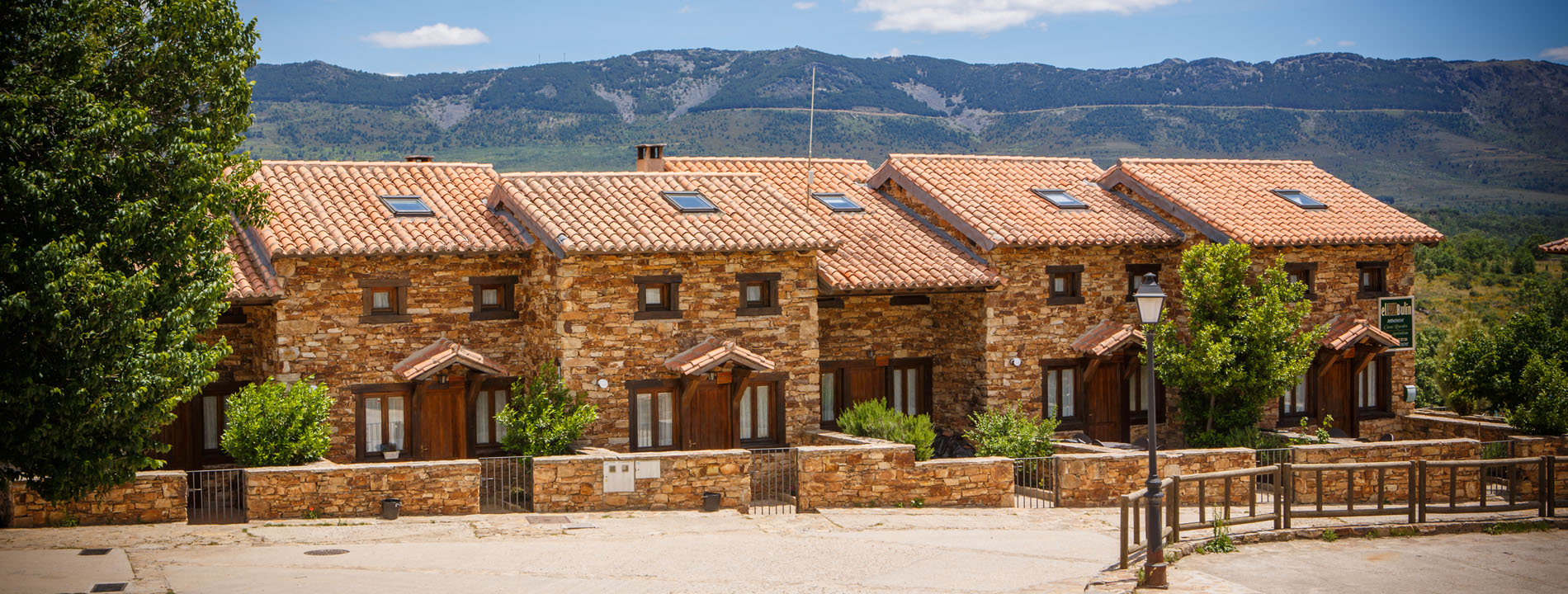 El bul n casas rurales con encanto en la sierra norte de for Casa rural con piscina independiente
