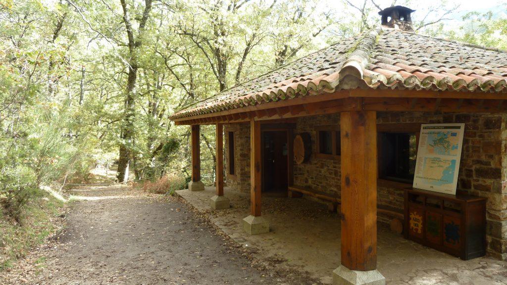 El Centro de Educación Ambiental está justo en la entrada al Hayedo de Montejo